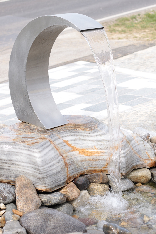 Moderner Brunneneinlauf
