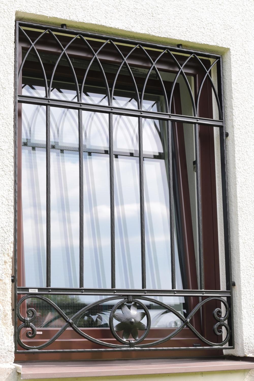 Schmiedeeisernes Fenstergitter