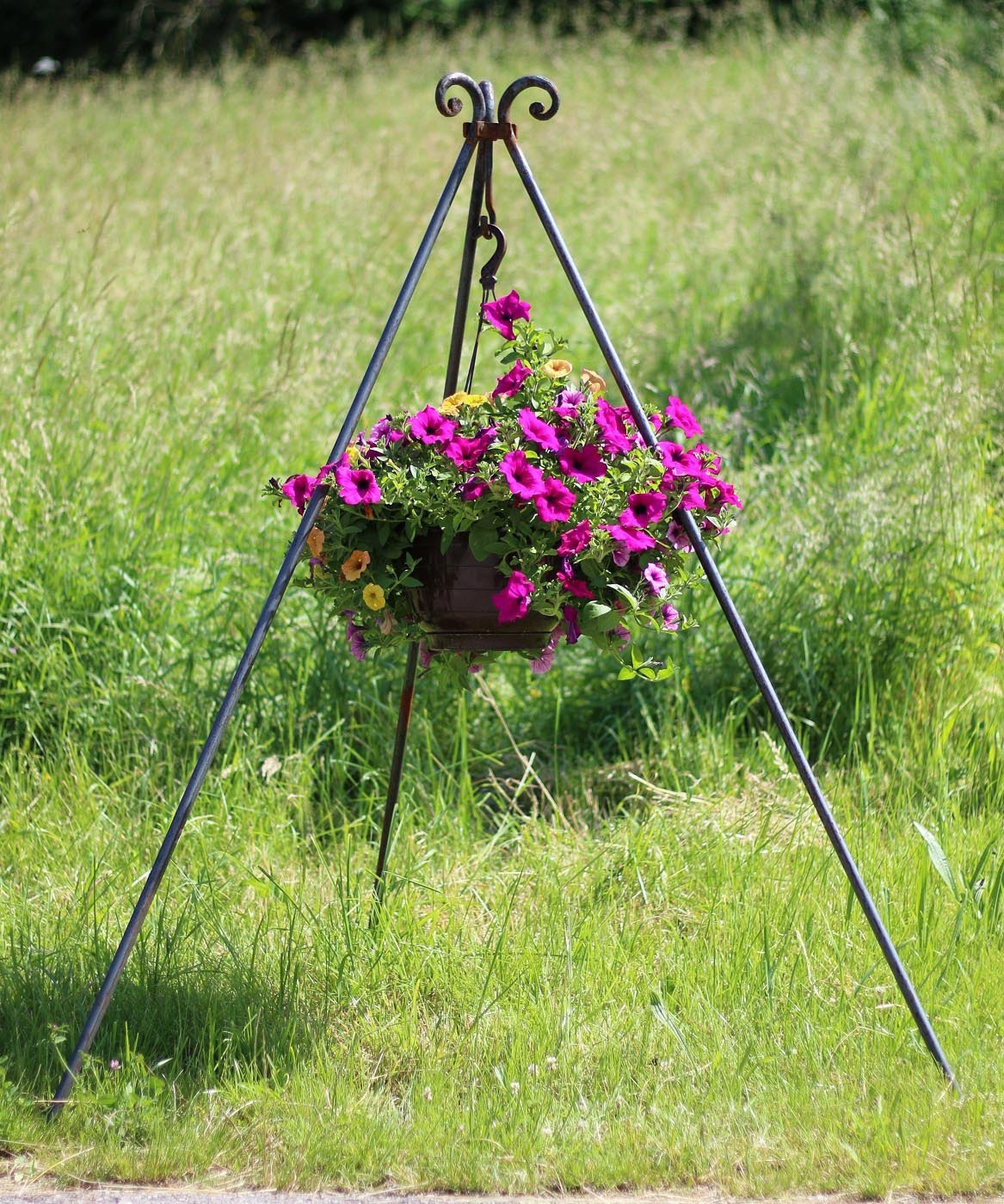 Dreibein mit Blumen