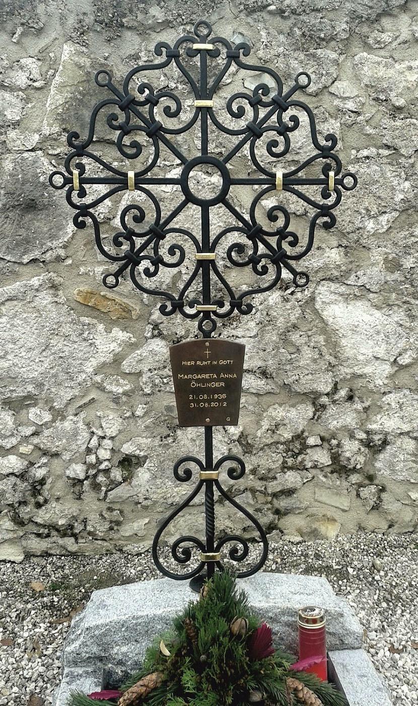 Grabkreuz mit Beschriftung