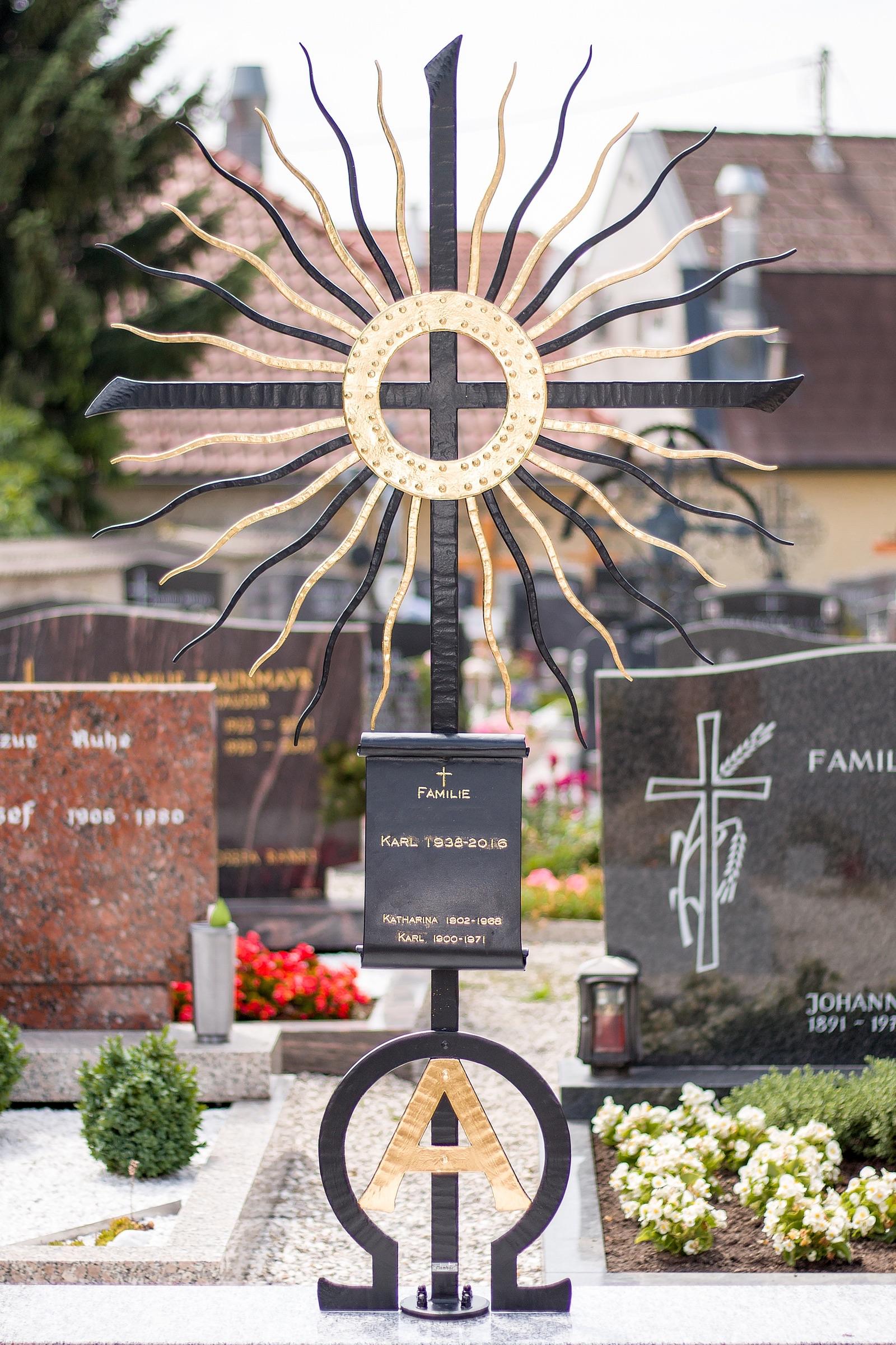 ausgefallenes Grabkreuz