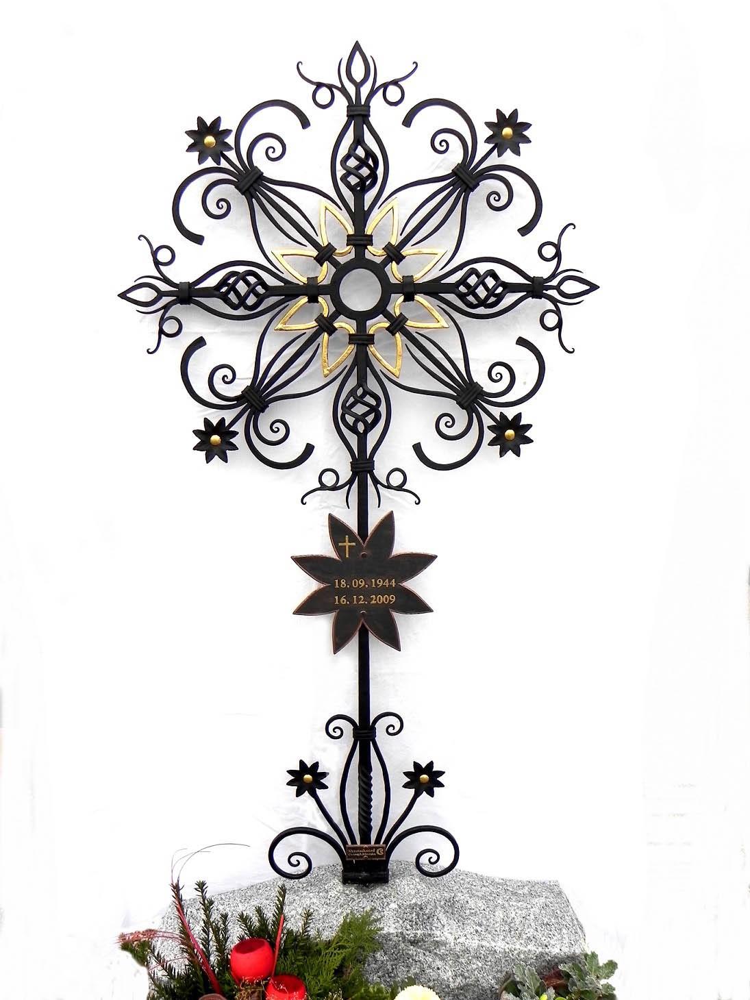 besonderes Grabkreuz
