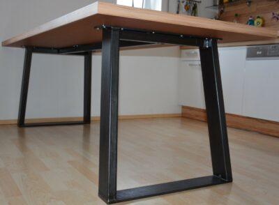 Holztisch Metallfüße